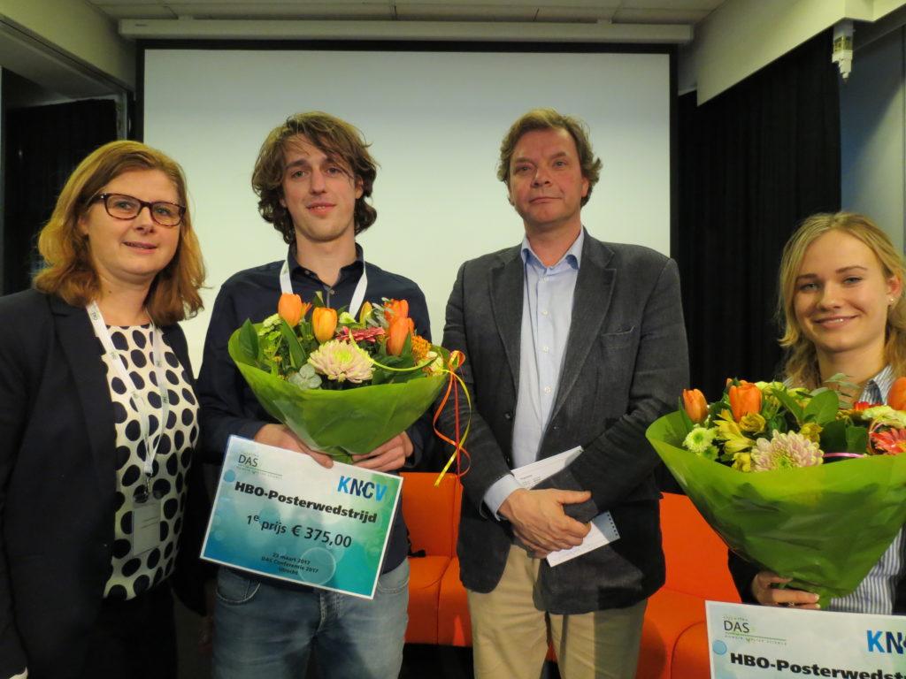 Winnaars Kris Marcelissen en Mabel Vos met Rachelle van Haaften (Voorzitter DAS) en Jan Willem Toering (directeur KNCV)